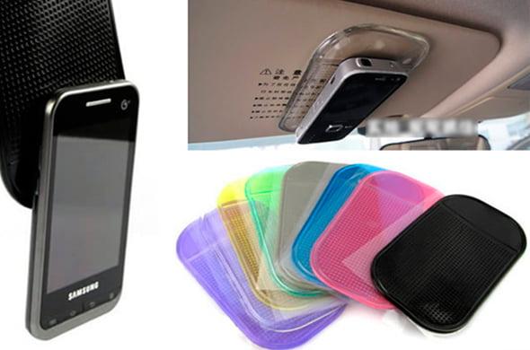 повесить смартфон в машину